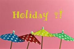 Ein Konzept Bild einiger Regenschirme mit dem Text, Feiertag Stockbilder