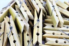 Ein Konzept Bild einiger Wäscheklammern Lizenzfreie Stockfotos