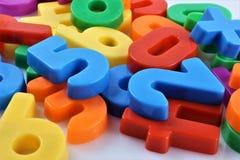 Ein Konzept Bild von magnetischen Zahlen stockbilder