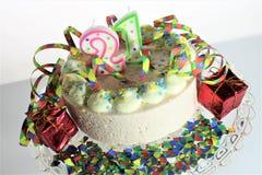 Ein Konzeptbild eines Geburtstagskuchens - Geburtstag 21 Stockbilder