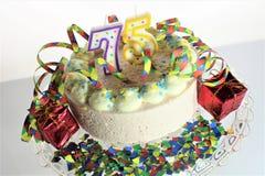 Ein Konzeptbild eines Geburtstagskuchens - Geburtstag 75 Lizenzfreies Stockbild