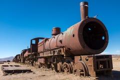 Ein Kopf auf Schuss Züge und Wagen eines verrostende Dampfs, die langsam Fäule weg am Zugfriedhof gerade außerhalb Uyuni sind, stockfoto