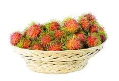 Ein Korb von Rambutan Stockbild