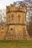 Ein krenelierter Turm eingestellt in die Ecke einer Wand Lizenzfreie Stockfotografie