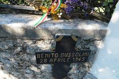 Ein Kreuz mit Benito- Mussolini` s Namen lizenzfreies stockbild