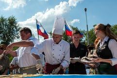 Ein Kuchen in Form der Flagge von Russland lizenzfreies stockbild