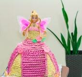 Ein Kuchen in Form einer schönen Puppe Stockfoto