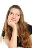 Ein lächelnder attraktiver Brunette in einem schwarzen Hemd Lizenzfreie Stockfotografie