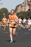 Ein Läufer und ein Gruppenläuferhintergrund Lizenzfreie Stockfotos