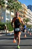 Ein Läufer voran in der Sonnenbrille Lizenzfreie Stockfotos