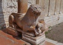 Ein Löwe als Kellner am Eingang Sans Zeno Stockfotos