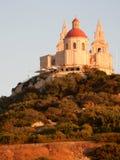 Ein Landschaft-wiew der Kirche auf dem Hügel in Melieha in Malta Lizenzfreie Stockfotos