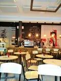 Ein leeres Café erwartet Besucher Stockbild
