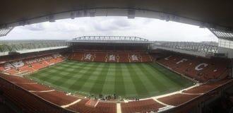 ein leeres Fußballstadions-Panoramabild stockbild