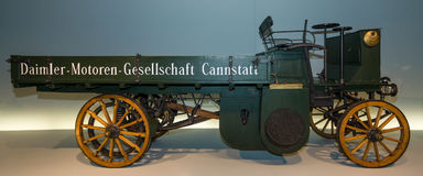 Ein LKW Daimler-Motor-Lastwagen, 1898 Stockbilder