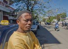 Ein lokaler madagassischer moslemischer Taxifahrer schaut auf der Kamera Lizenzfreie Stockbilder