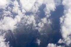 Ein Luftschuß der großen Höhe der Gebirgslandschaft Lizenzfreie Stockfotos