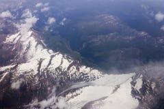 Ein Luftschuß der großen Höhe der Gebirgslandschaft Lizenzfreie Stockbilder