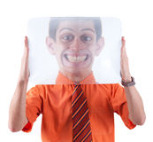 Ein lustiger Kerl mit einem Vergrößerungsglas Stockfotos