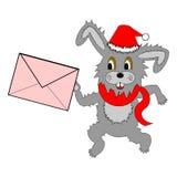 Ein lustiger Weihnachtshase, der mit einem Buchstaben in seinen Tatzen läuft Stockbild