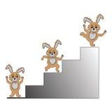 Ein lustiges Karikaturkaninchen, das oben auf einer Leiter klettert Lizenzfreies Stockfoto