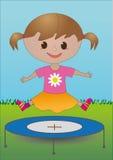 Ein Mädchen auf einer Trampoline Lizenzfreies Stockbild
