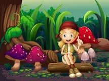 Ein Mädchen, das auf einem Holz mit Pilzen sitzt lizenzfreie abbildung