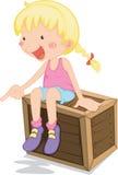 Ein Mädchen, das auf einem Kasten sitzt stock abbildung