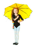 Ein Mädchen, das mit einem Regenschirm spielt Lizenzfreie Stockfotografie