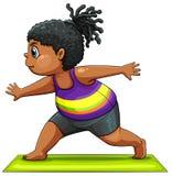 Ein Mädchen, das Yoga tut Stockbild