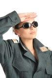 Ein Mädchen in der Uniform begrüßt Lizenzfreie Stockfotografie