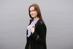 Ein Mädchen durch den Volga Lizenzfreie Stockfotos