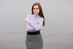 Ein Mädchen durch den Volga Lizenzfreie Stockfotografie