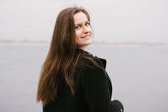 Ein Mädchen durch den Volga Stockfoto