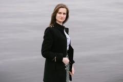 Ein Mädchen durch den Volga Lizenzfreies Stockfoto