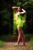 Ein Mädchen in einem Park Stockfoto