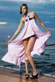 Ein Mädchen in einem rosafarbenen Kleid Lizenzfreies Stockfoto