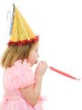 Ein Mädchen in einem rosafarbenen Kleid und in einem Hut Stockfoto