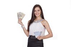 Ein Mädchen hält Währung: der Dollar und der Euro stockbilder
