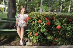 Ein Mädchen im romantischen Kleid lizenzfreie stockfotografie
