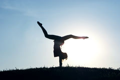 Ein Mädchen ist ein Gymnast Lizenzfreies Stockfoto