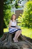 Ein Mädchen mit einem Buch Lizenzfreies Stockfoto