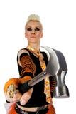 Ein Mädchen mit einem Hammer und einem Aufbausturzhelm Lizenzfreies Stockfoto