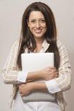 Ein Mädchen mit einem Laptop Lizenzfreies Stockfoto