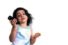 Ein Mädchen mit Telefon Lizenzfreies Stockfoto
