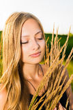 Ein Mädchen und eine Natur Stockfoto