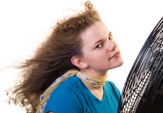Ein Mädchen vor einem großen Gebläse Lizenzfreies Stockfoto