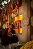 Ein Mönch Devotee von Mahabodhi-Tempel, Bodh Gaya, Indien stockbild