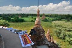 Ein Malereiverkäufer an der Spitze Bulethi-Pagode Bagan myanmar Lizenzfreie Stockfotos