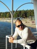 Ein Mann auf dem Schiff Lizenzfreie Stockbilder